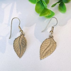 💍3/$20 Tiny Gold Color Leaf Earrings Dangly